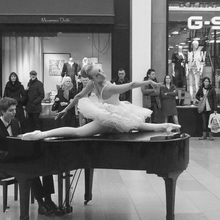 Bailarina op de piano